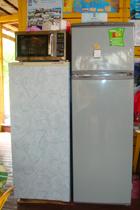 Холодильники и микроволновая печь